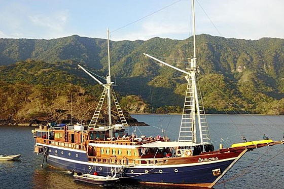 Liveaboard Indonesia Aurora