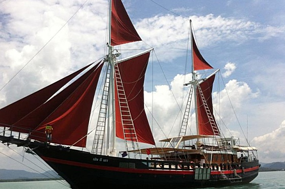 Liveaboard The Phinisi